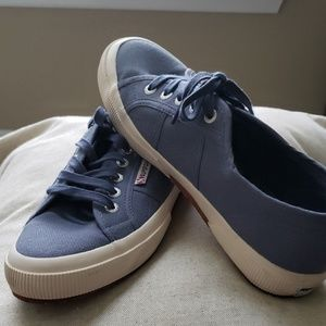 Suoerga Lace-Up Sneakers